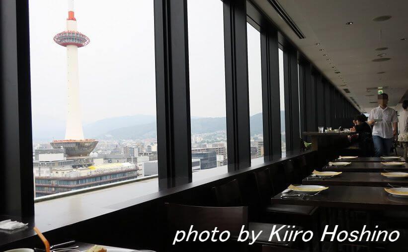 ザキッチンサルヴァトーレ京都、窓際京都タワー