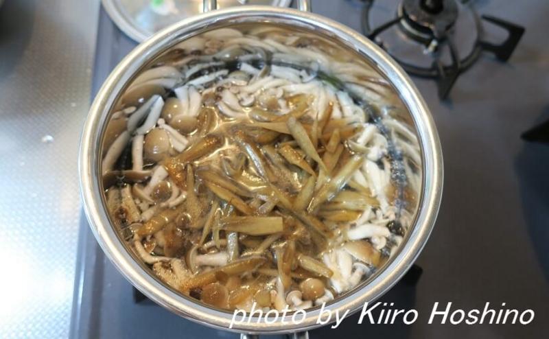 味噌汁に炒め物、鍋に投入