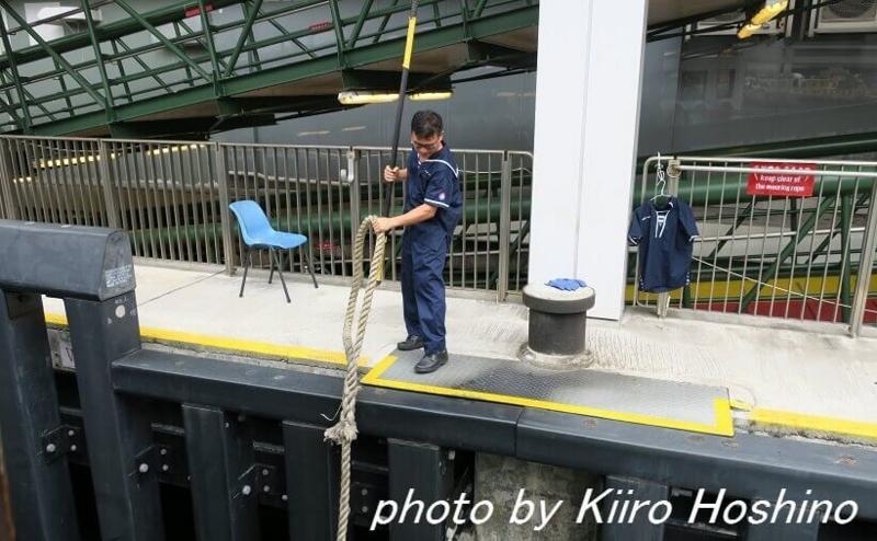 香港乗り物、スターフェリー係員