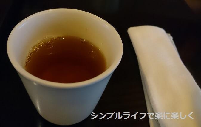 虎屋茶寮・京都一条店、お茶とおしぼり