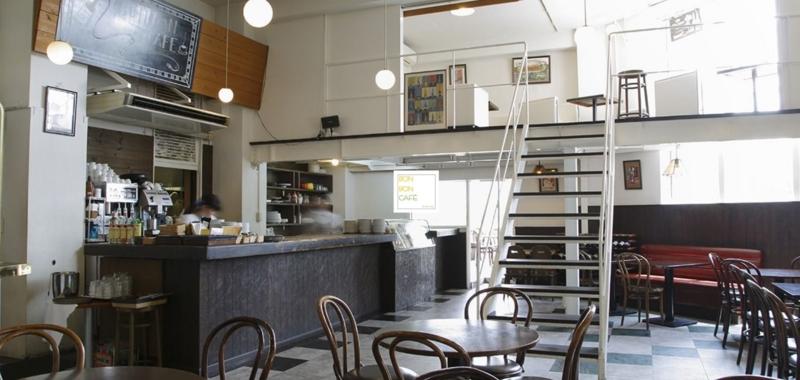 京都・ボンボンカフェ、店内 by公式サイト