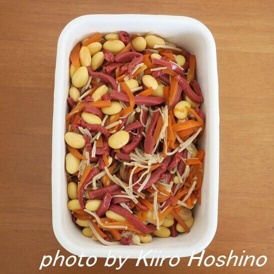 赤こんにゃくと大豆の煮物