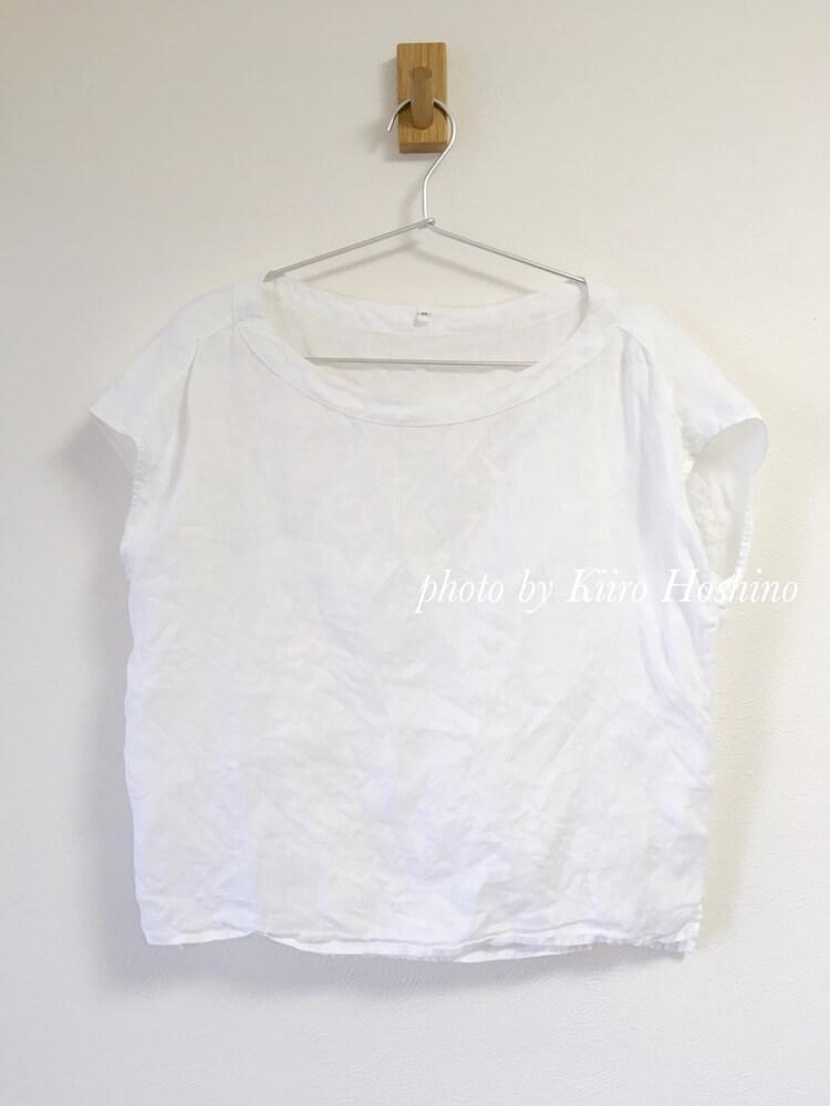 処分した夏服、白カットソー